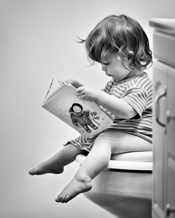 toddler reading on potty, when can kids wipe their own butts?