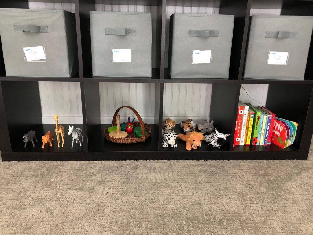 Animal toy rotation shelf