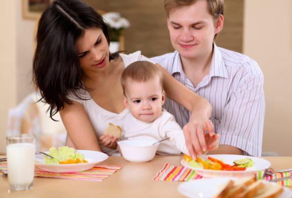 Family weaning the Montessori way.