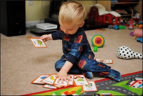 phonics vs phonics. child with flashcards
