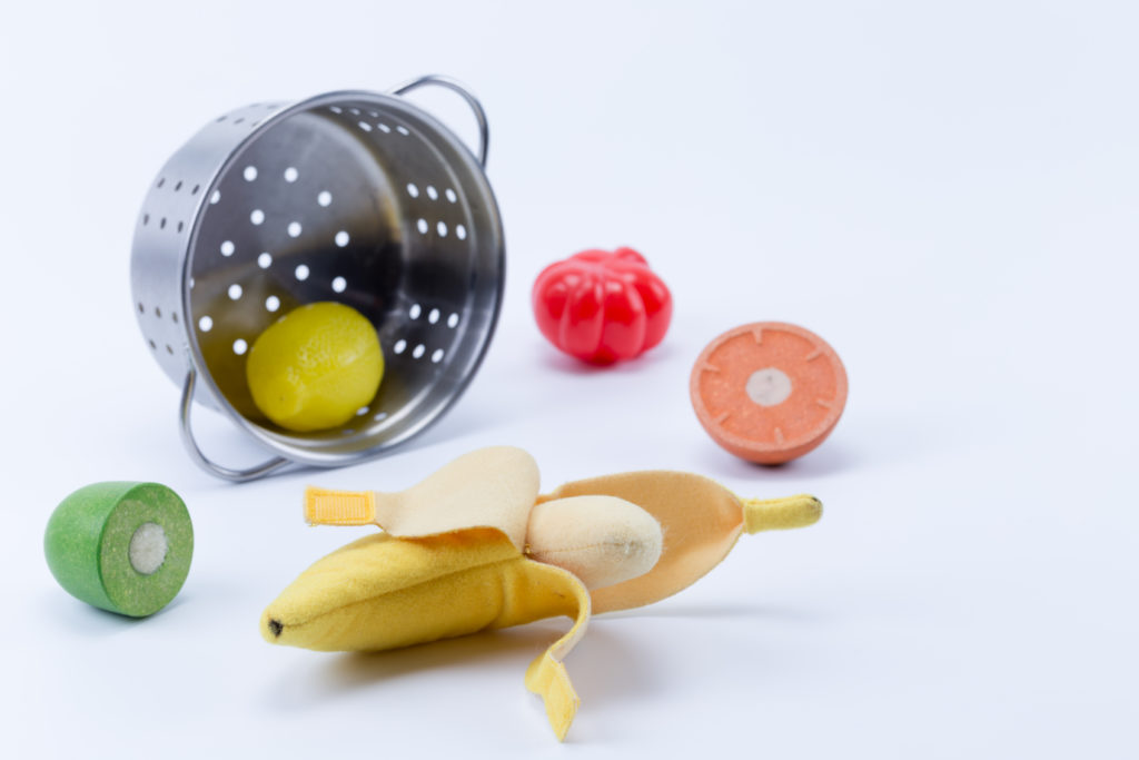 play food and toy colander.