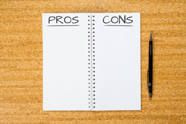 image of list of pros and cons of montessori education.